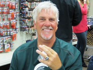 Former Tigers pitcher Dave Rozema shows off World Series ring while signing autographs (Laker Current photo)